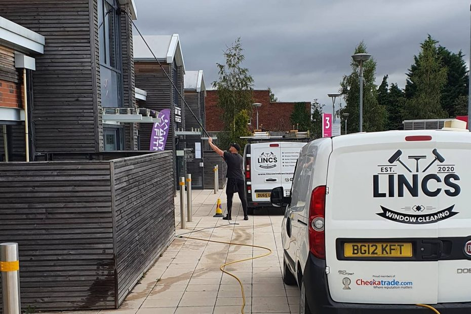 Commercial-Windo-Cleaning-Lincoln-2-1